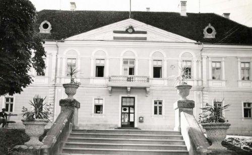 Sepsiszentgyörgy:Megyeháza a magyar zászlóval,1940.