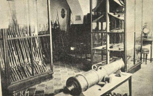 Sepsiszentgyörgy:Gábor Áron eredeti rézágyúja a Székely Nemzeti Múzeum régiségtárában,1930k.
