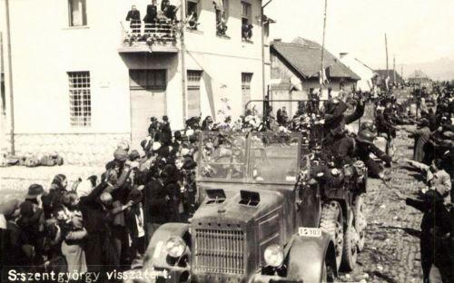 Sepsiszentgyörgy:visszatért!Magyar honvédek bevonulása a Csiki utcába,1940