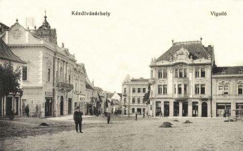 Főtér:Vigadó,Takarékpénztár és Posta,1915.