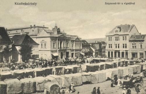Zsigmond-tér:Vigadó és Takarékpénztár,vásár a piacon,1918.