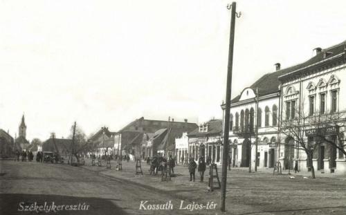 Székelykeresztúr:Kossuth Lajos-tér a templommal,1943.
